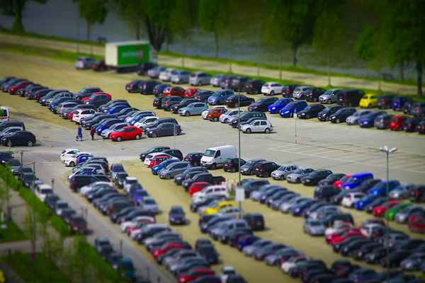 Parking lotniskowy przy Lotnisku Modlin